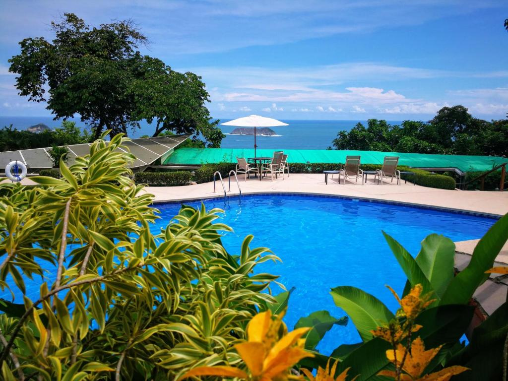 The swimming pool at or near Si Como No Resort & Wildlife Refuge