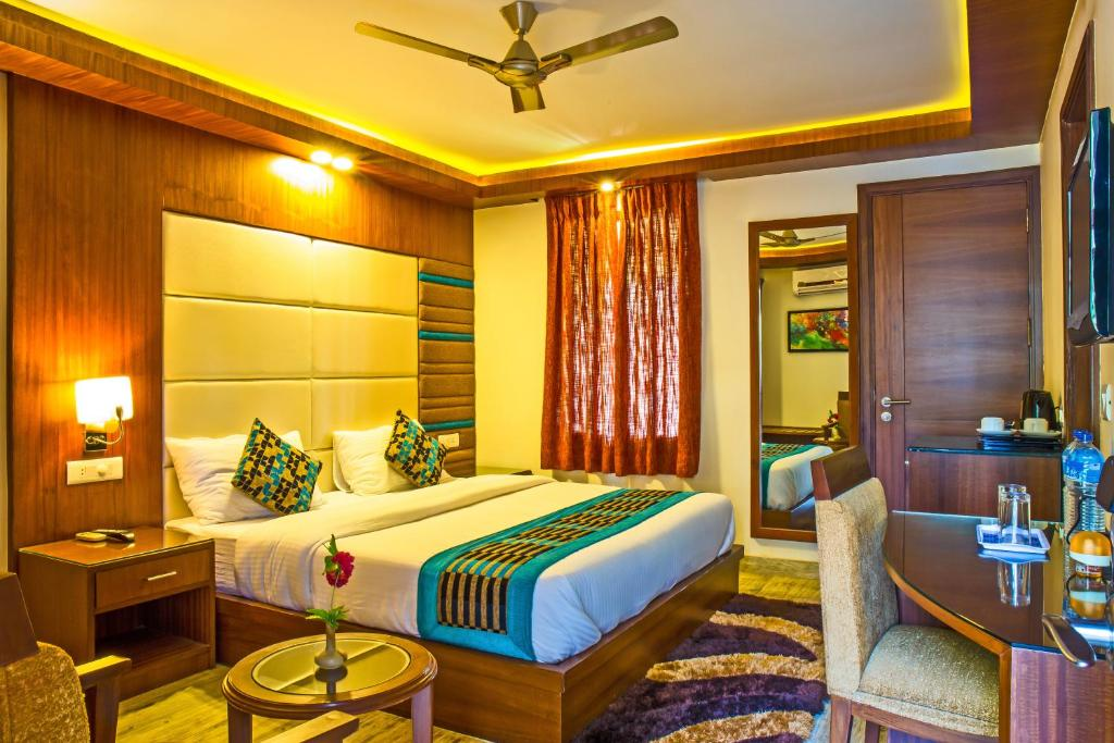 A bed or beds in a room at Hilltake Wellness Resort & Spa