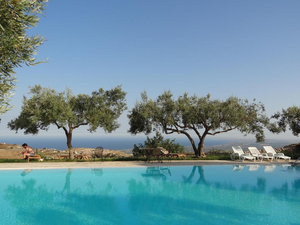 The swimming pool at or near Agriturismo Avola Antica