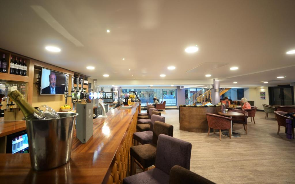 The lounge or bar area at The Waterside Hotel and Leisure Club