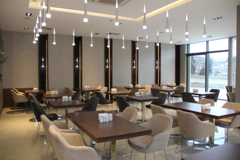 مطعم أو مكان آخر لتناول الطعام في أرموني بارك أوتيل