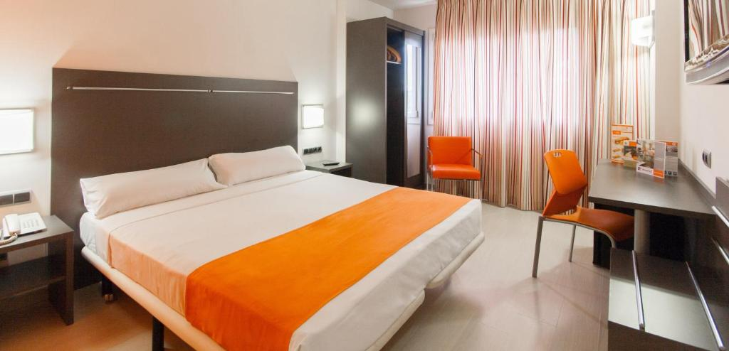 A bed or beds in a room at Hotel H2 Avila