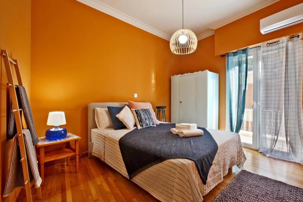 Ein Bett oder Betten in einem Zimmer der Unterkunft Athens Centre Apartment