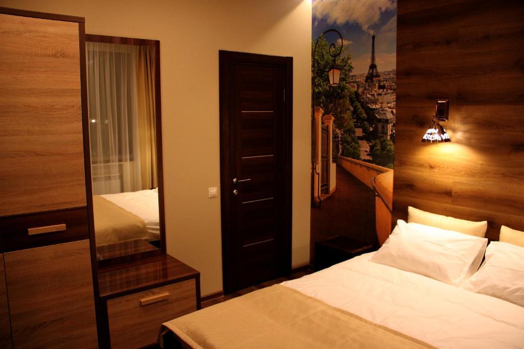 Кровать или кровати в номере Harland