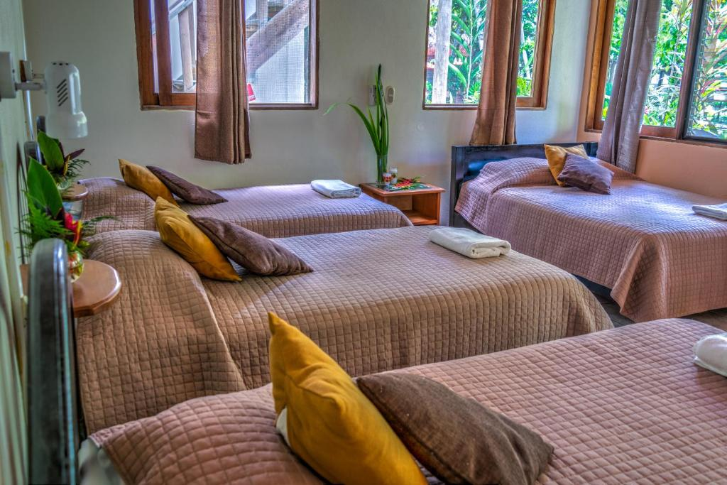 A bed or beds in a room at Hotel Jaguar Inn Tikal