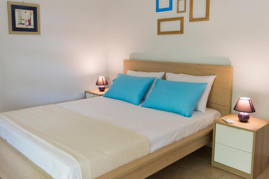 A bed or beds in a room at The Oak Tree House
