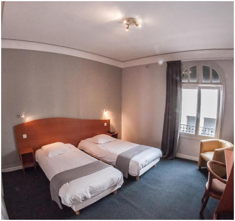 Cama o camas de una habitación en Hôtel Gambetta - Café Des Artistes