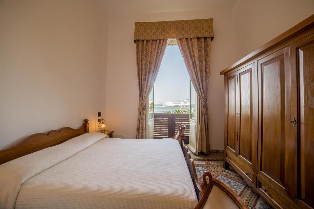 Letto o letti in una camera di Hotel AeR BJ Vittoria