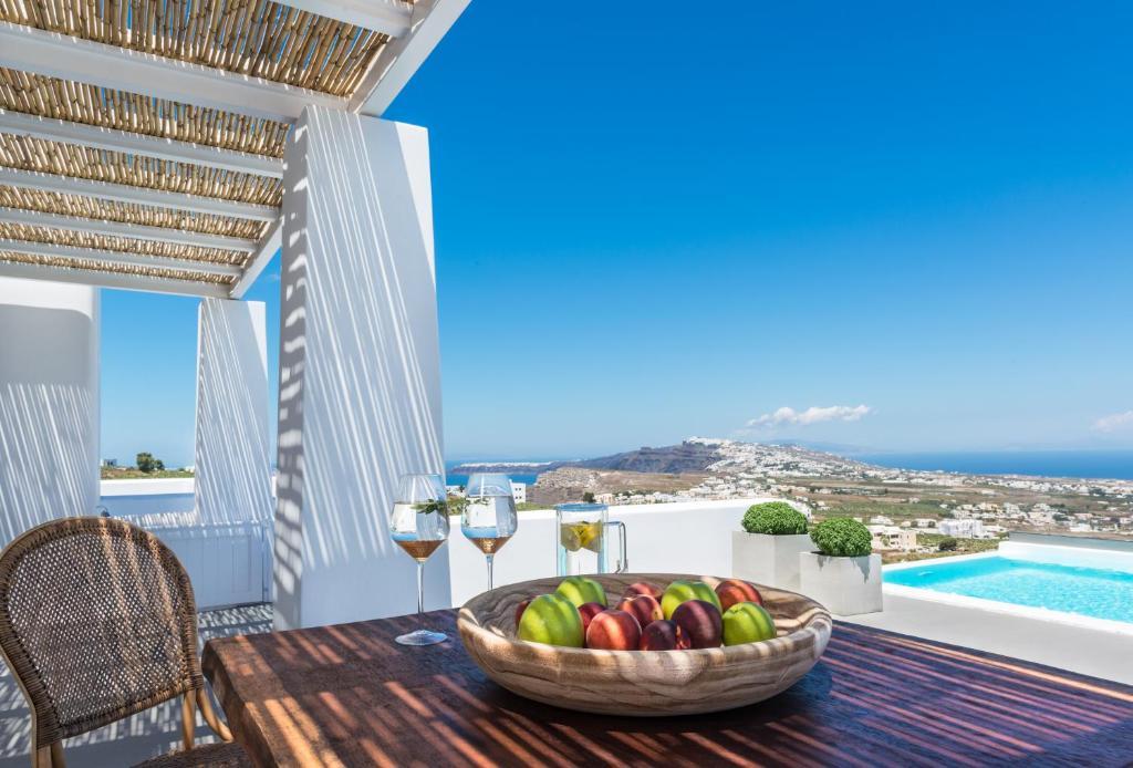 White & Co  Exclusive Island Villas, Pyrgos, Greece
