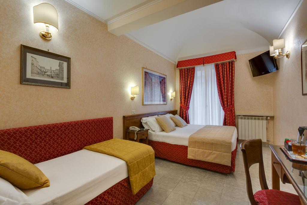 A bed or beds in a room at Hotel Silla