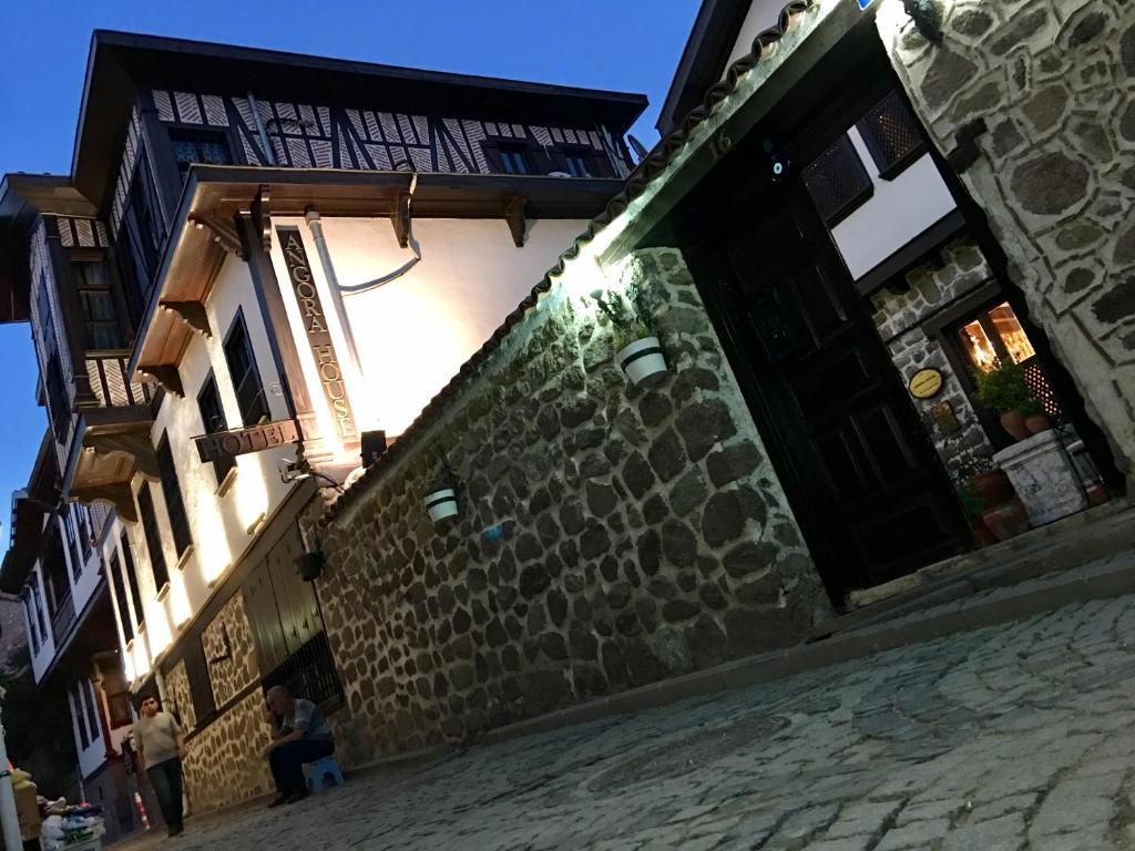 Ankara gay dating 3 domande di incontri online