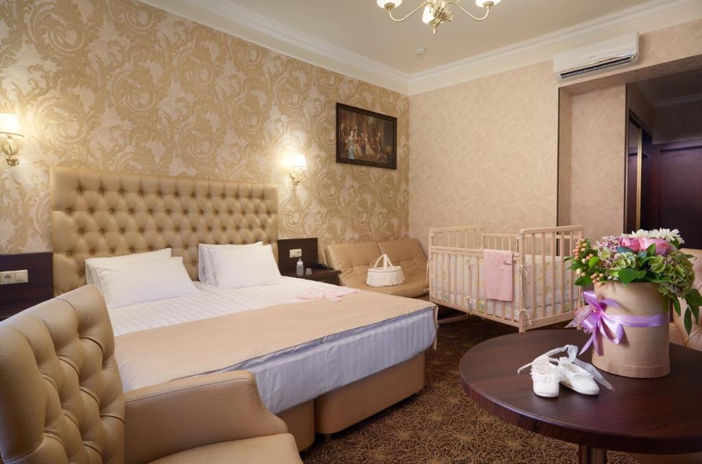 Кровать или кровати в номере Hotel Legenda