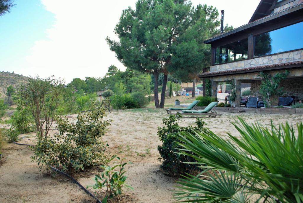 Casa de campo Saint Bernard (España Robledo de Chavela ...