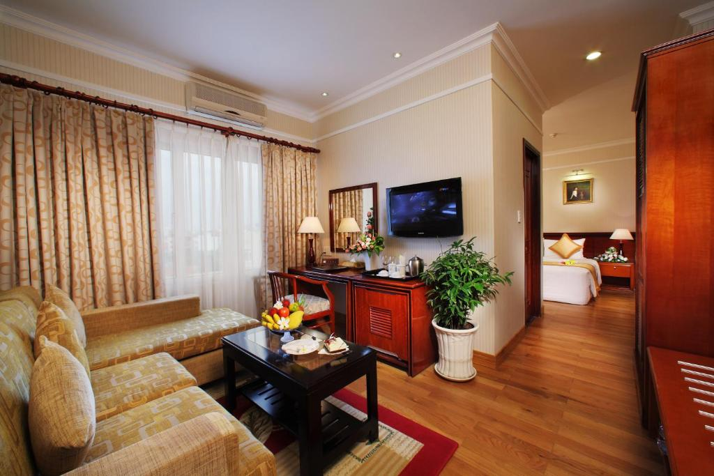 Khách sạn First