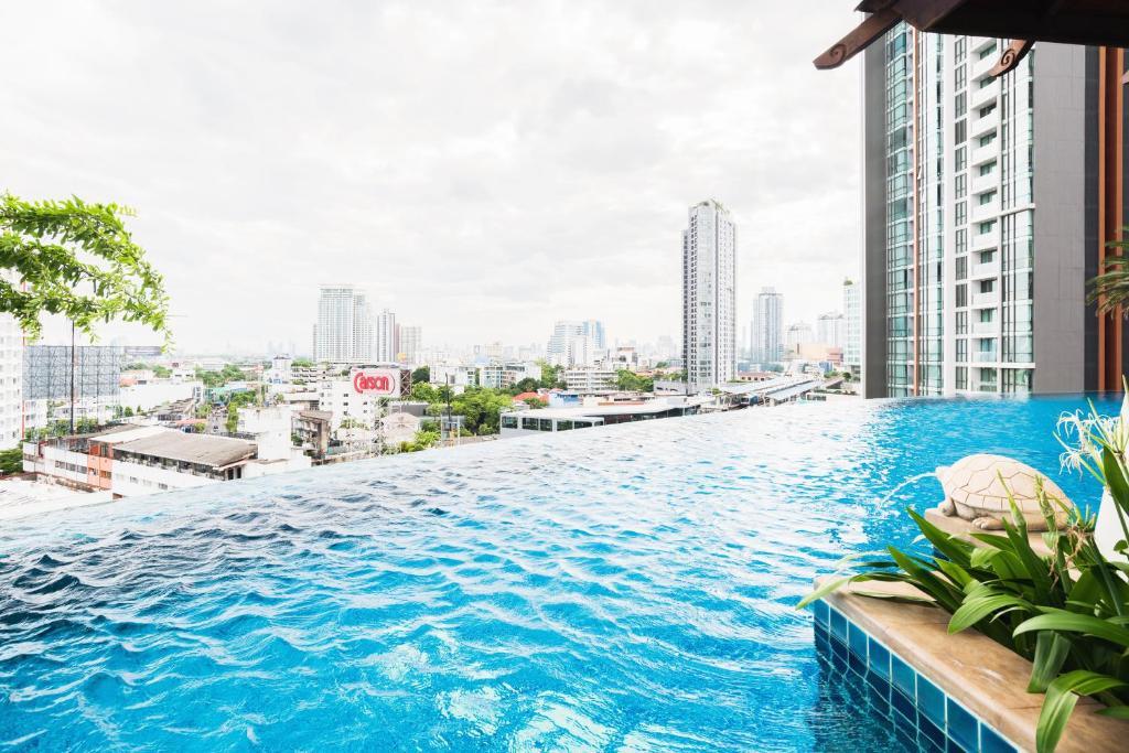 Apartment Sky Walk Condominium By Favstay, Bangkok, Thailand