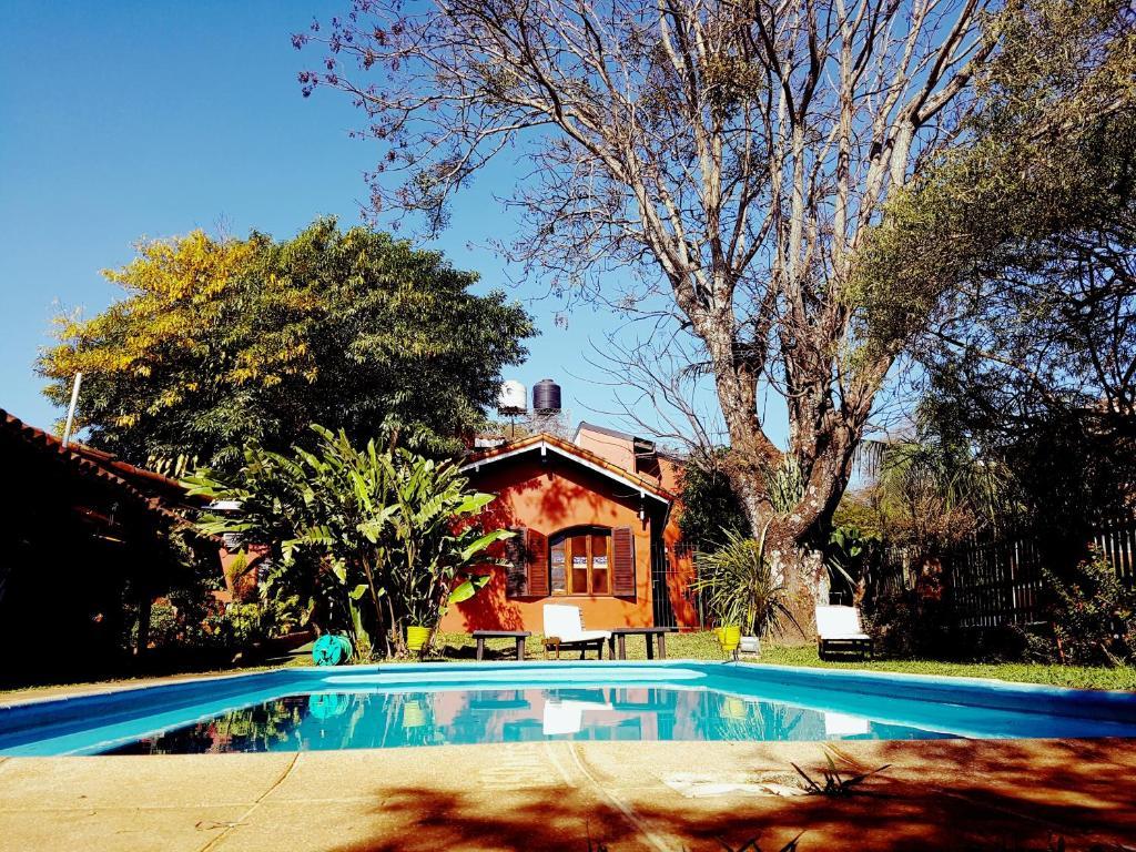 La pileta dentro o cerca de Hostel Iguazu Falls