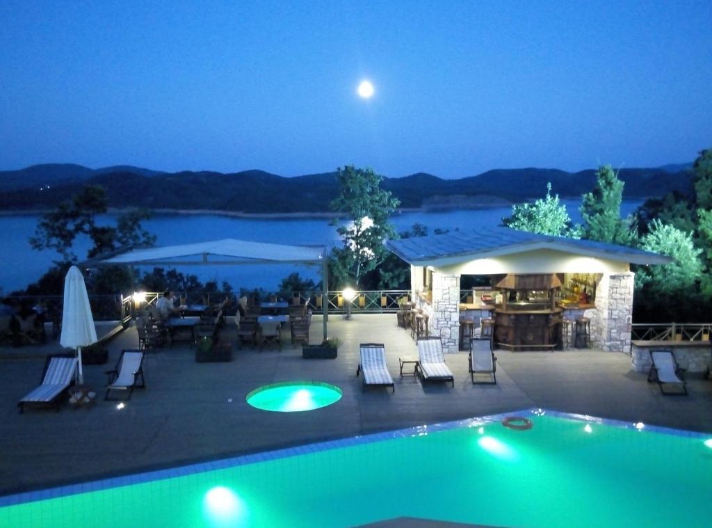 Baseinas apgyvendinimo įstaigoje Naiades Hotel Resort & Conference arba netoliese