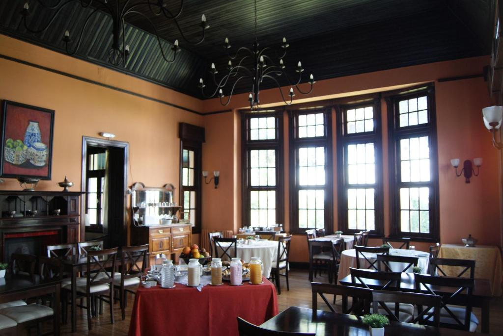 A restaurant or other place to eat at Villa Art Hotel Boutique