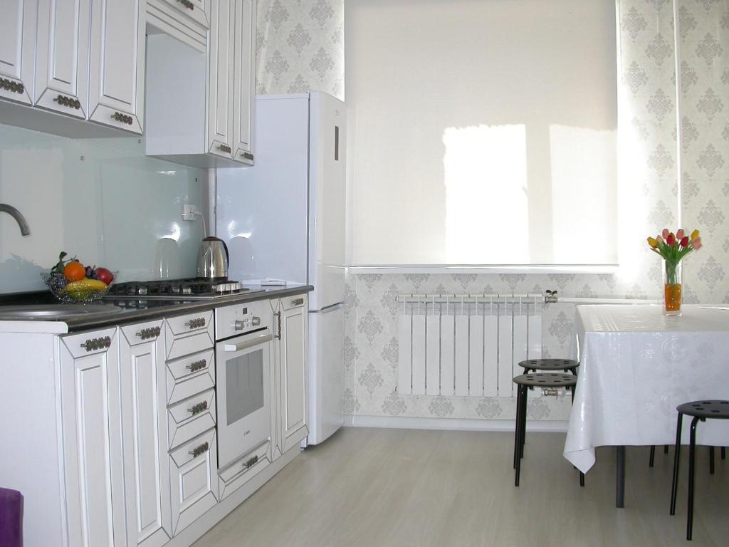 A kitchen or kitchenette at AHome 84 in Orbita district
