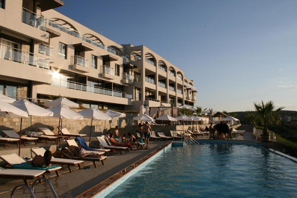 The swimming pool at or near Apart Hotel Ofir