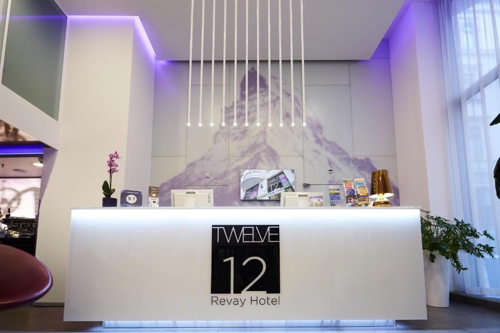 12 Revay Hotel tesisinde lobi veya resepsiyon alanı