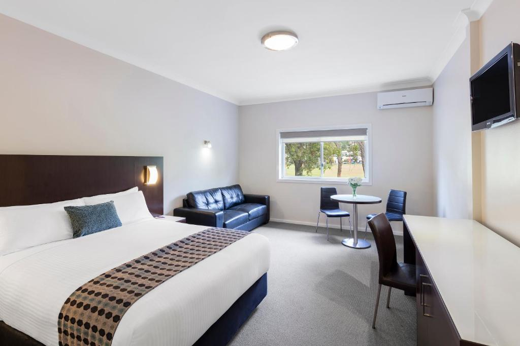 Admirable Hotel Mercure Wagga Wagga Australia Booking Com Machost Co Dining Chair Design Ideas Machostcouk