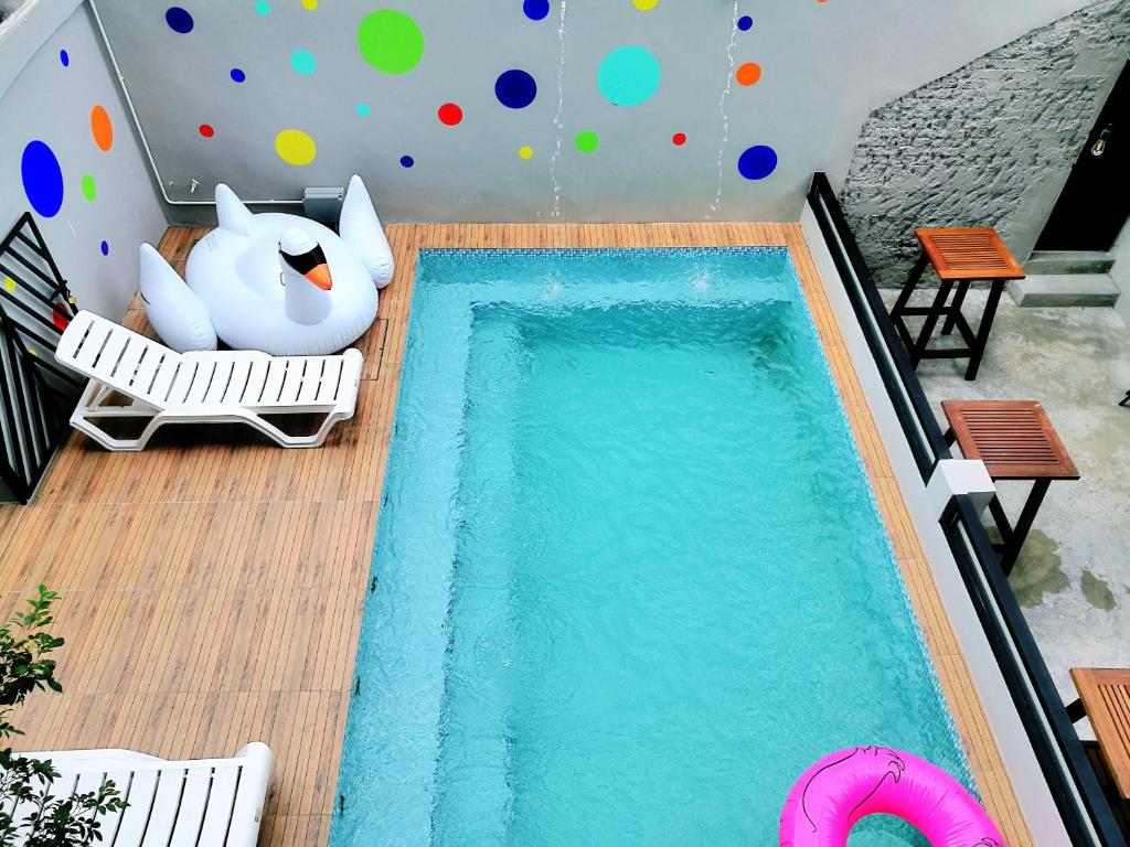 The swimming pool at or close to Wassup Youth Hostel