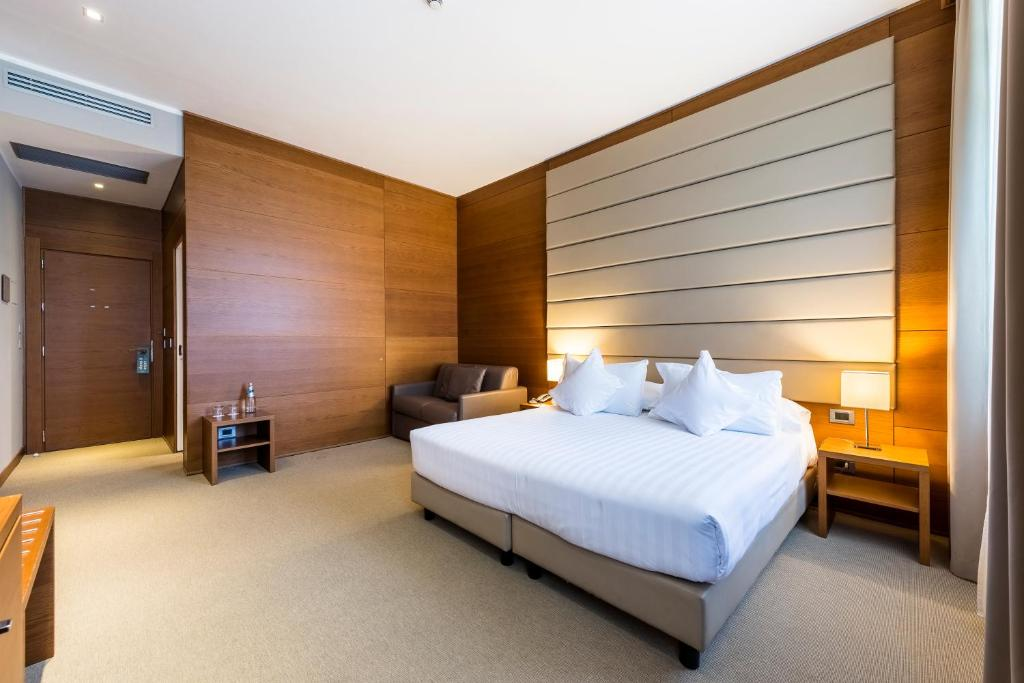 A bed or beds in a room at Occidental Aurelia