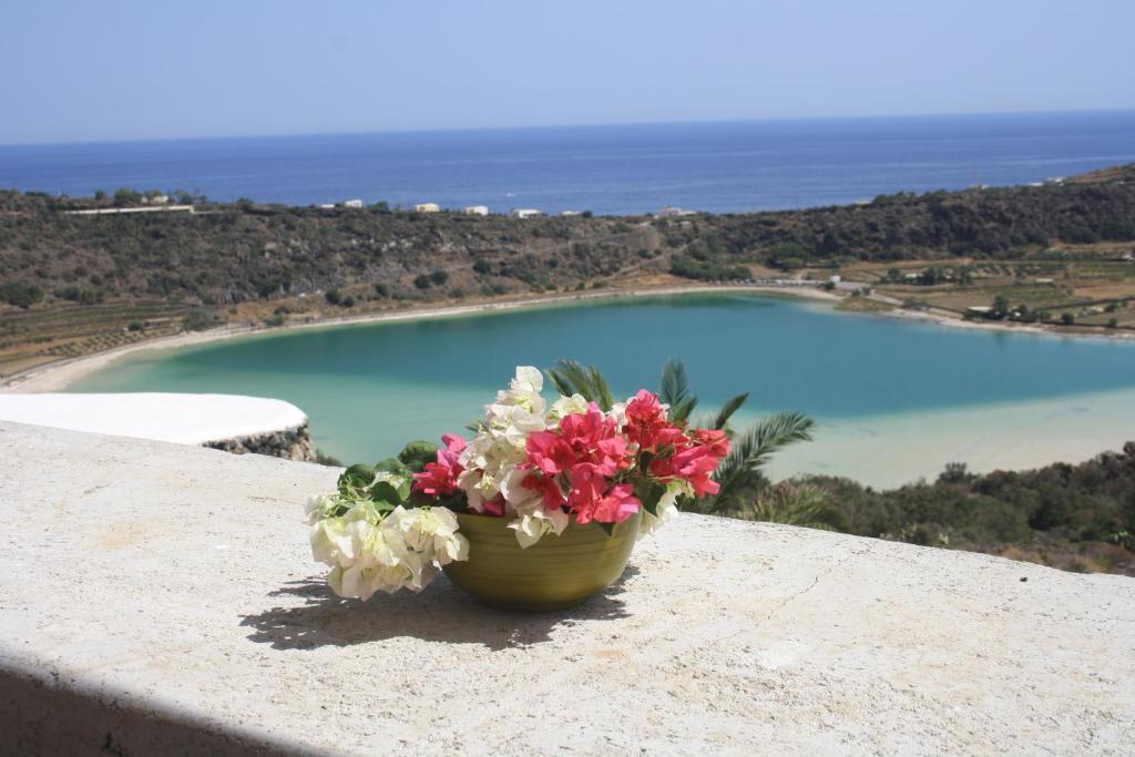 Vacation Home Dammuso La Terrazza Sul Lago Pantelleria