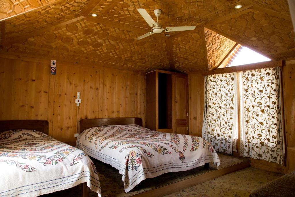 Hotel Fantasia Houseboats, Srinagar, India - Booking com