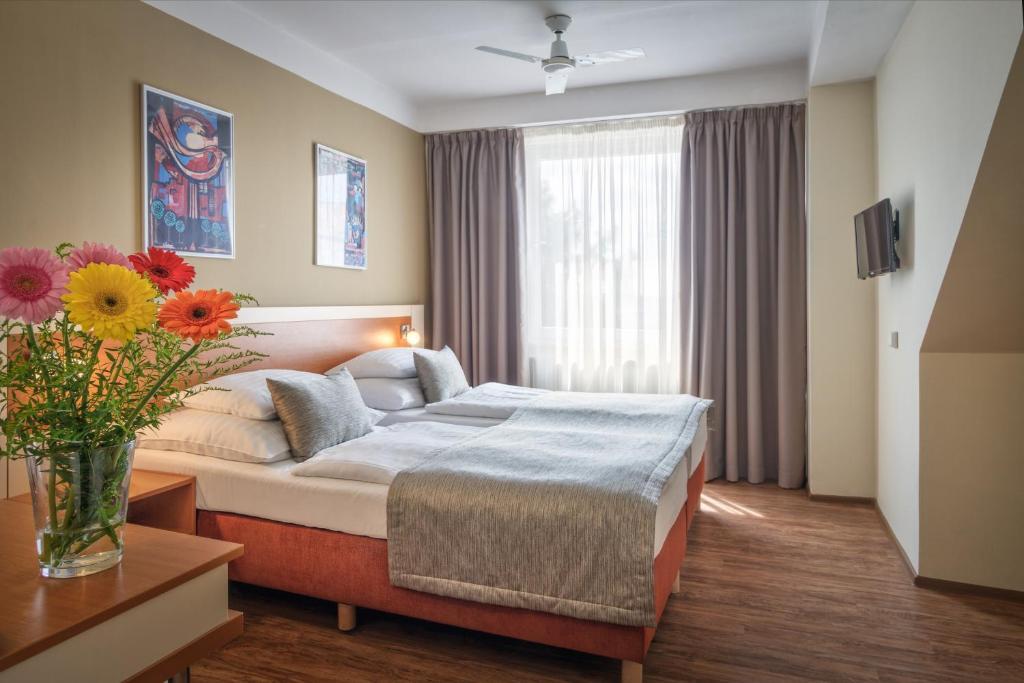 Ένα ή περισσότερα κρεβάτια σε δωμάτιο στο Hotel Aida