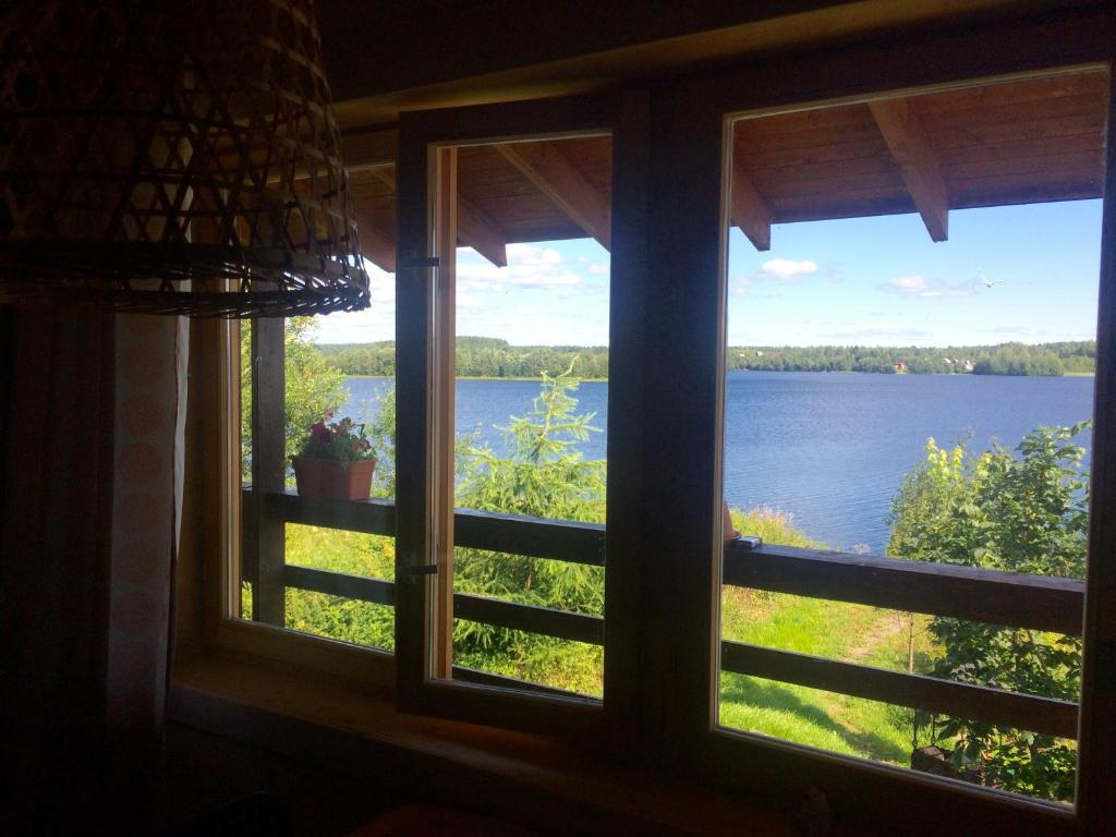Вид на реку недалеко от гостевого дома