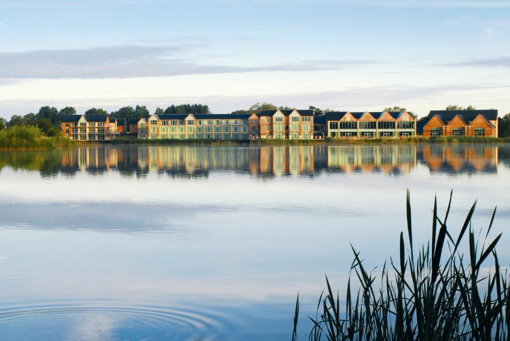 Cotswold Water Park Four Pillars Apartments