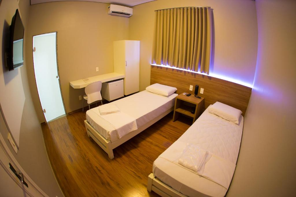 A bed or beds in a room at Hotel Esplanada