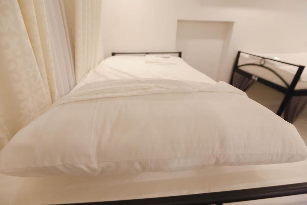 Giường trong phòng ngủ tập thể dành cho nam
