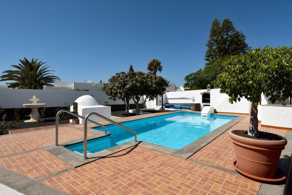 Villa Victoria, Playa Blanca, Spain - Booking.com