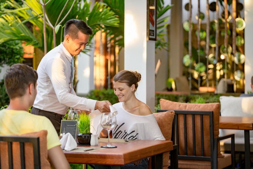 Gratis datingside Kambodsja melk te jente dating