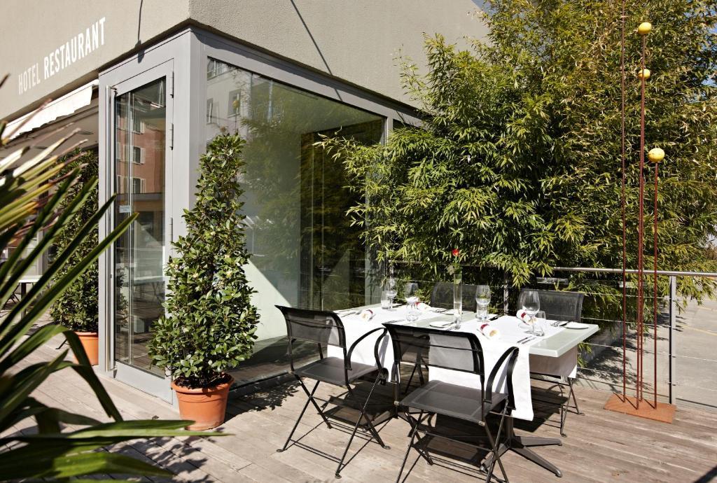 Ein Restaurant oder anderes Speiselokal in der Unterkunft Hotel Restaurant Rössli