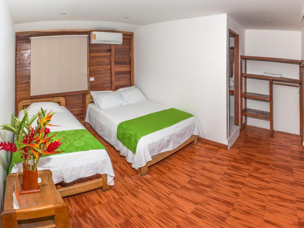 Cama o camas de una habitación en Playa de Oro Lodge