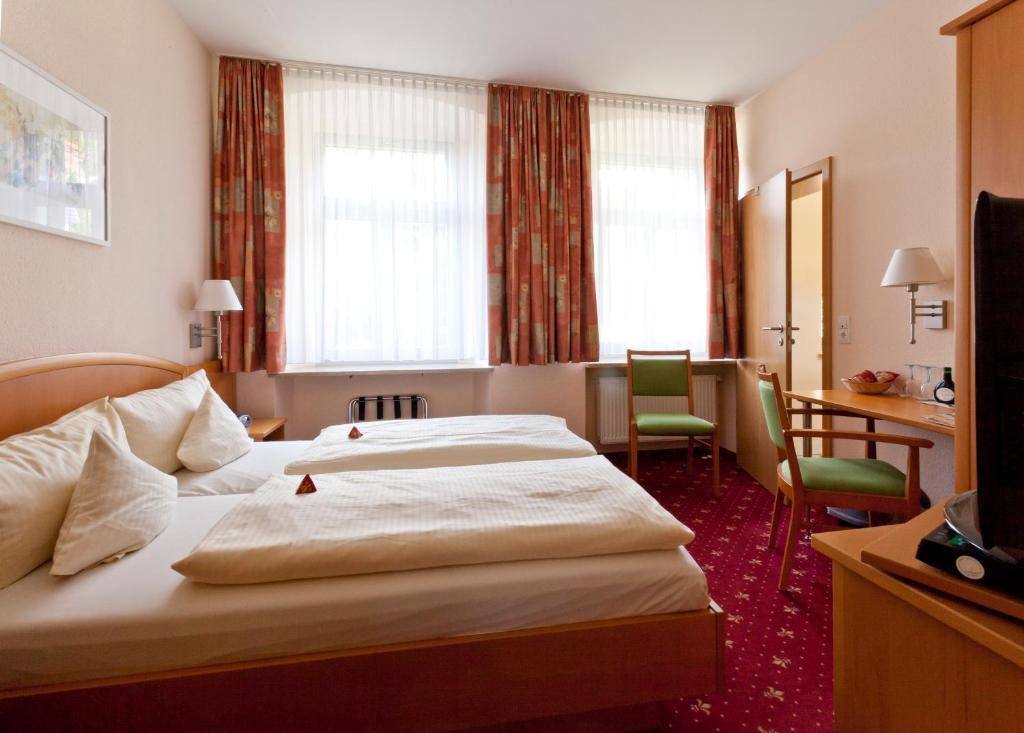 Ein Bett oder Betten in einem Zimmer der Unterkunft Akzent Hotel Goldner Stern