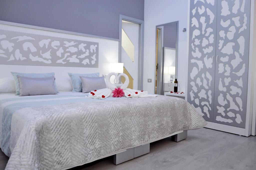 Cama o camas de una habitación en Hotel Drago San Antonio