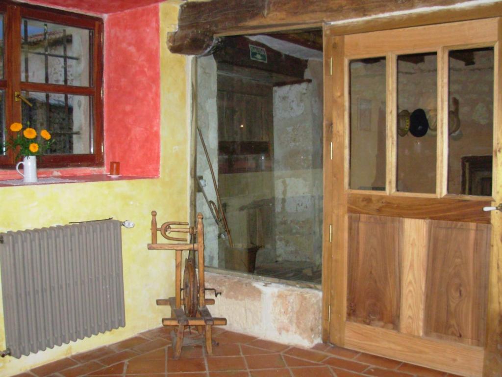Casa Rural Dondevilla (España Ahedo del Butrón) - Booking.com