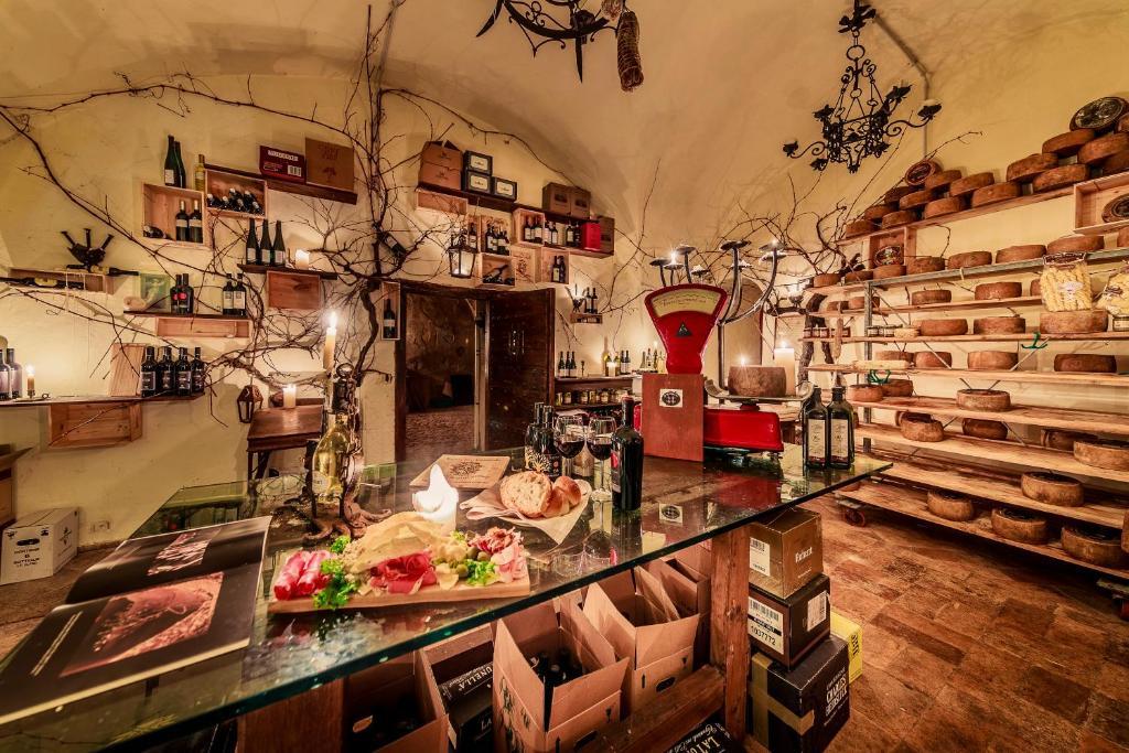 Letto A Castello Lazio.Castello Orsini Hotel Nerola Prezzi Aggiornati Per Il 2020