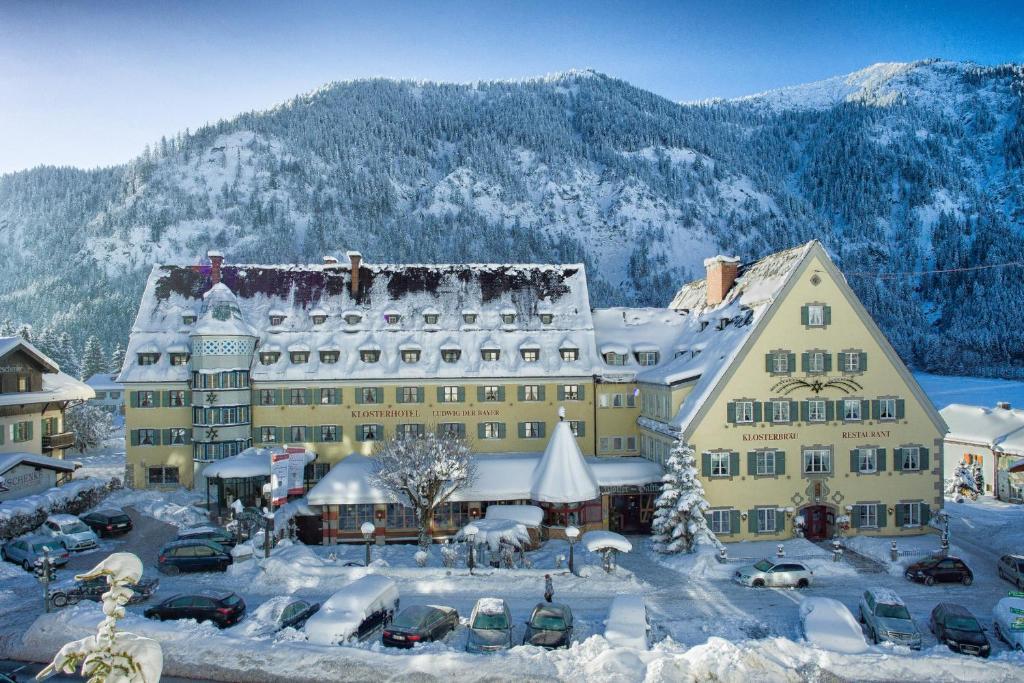 Hotel Klosterhotel Ludwig der Bayer during the winter