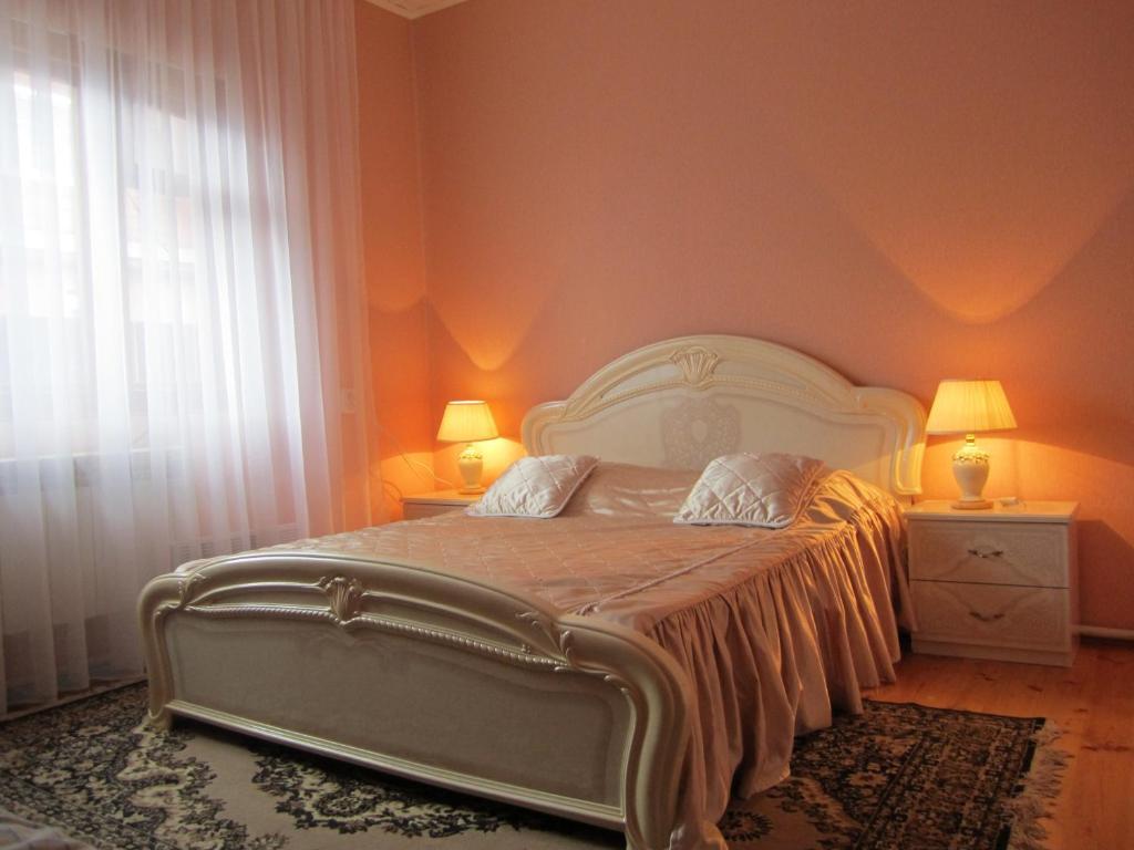 Кровать или кровати в номере Алексеевский Дом