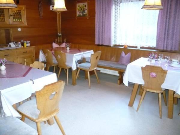 Ein Restaurant oder anderes Speiselokal in der Unterkunft Landhaus Christoph