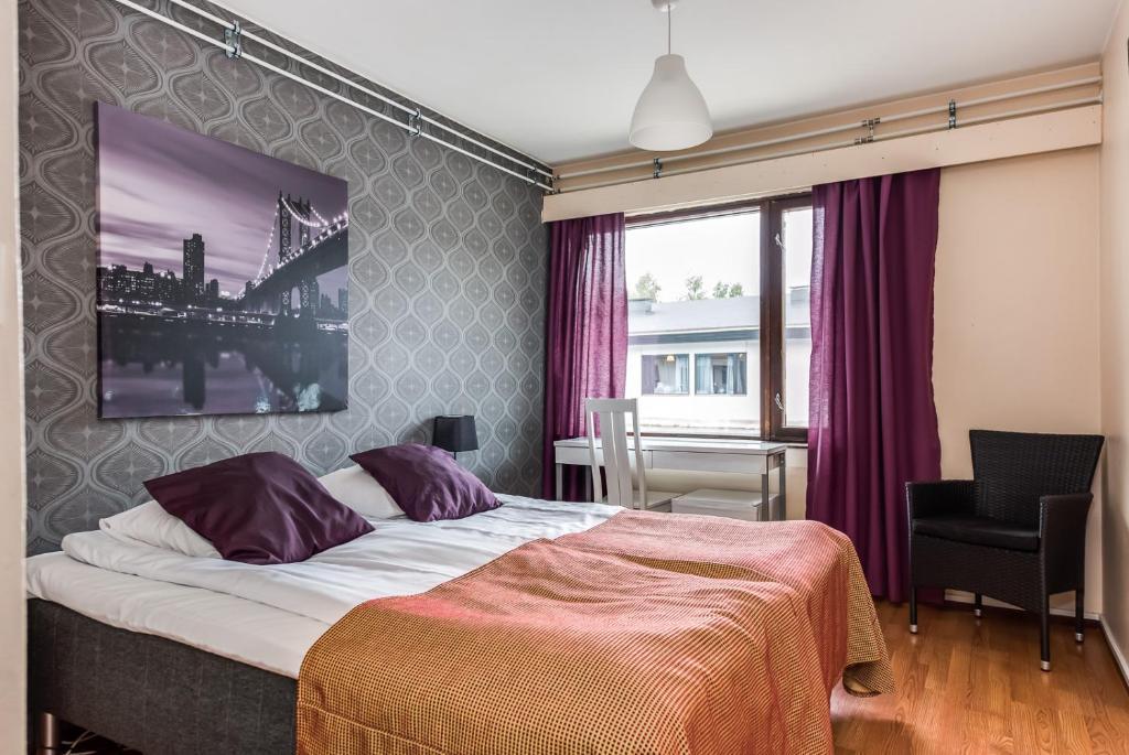 Vuode tai vuoteita majoituspaikassa Hotelli Pohjankievari