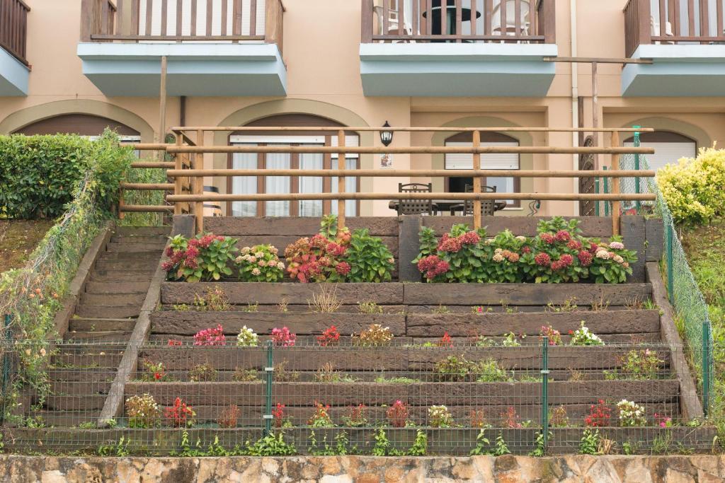 Apartamento con jardín privado frente a la Playa de Comillas ...
