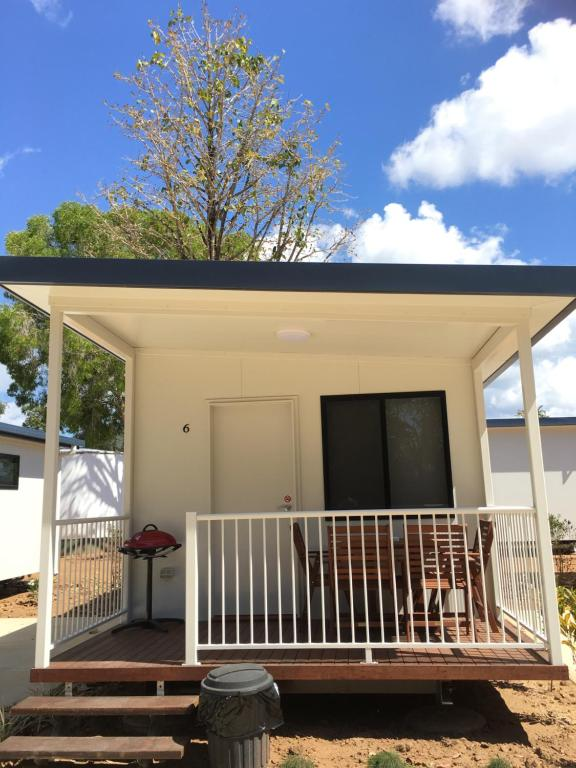 A balcony or terrace at Crystal Creek Caravan Park