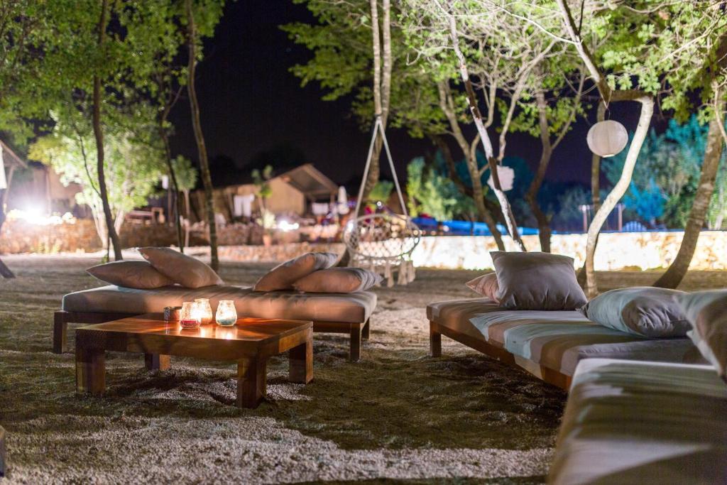 Ein Sitzbereich in der Unterkunft Boutique Camping Nono Ban
